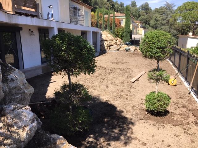 Création pelouse (mise en place de terre végétale)